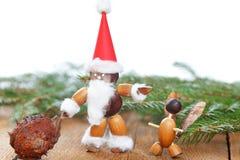 Weihnachtsmann bildete von den Kastanien, Eicheln, Bucheckern Lizenzfreies Stockbild