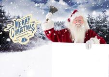 Weihnachtsmann, der eine Glocke beim Halten des Plakats schellt Stockfotografie