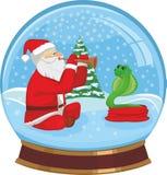 Weihnachtsmann, der eine Schlange zähmt Lizenzfreies Stockfoto