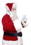 Weihnachtsmann, der einen Brief liest Lizenzfreies Stockfoto