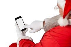 Weihnachtsmann, der Handy verwendet Lizenzfreie Stockfotografie
