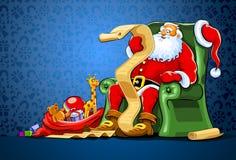 Weihnachtsmann, der im Stuhl mit Sack des Geschenks sitzt Stockbilder