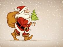 Weihnachtsmann, der mit Sack von Geschenken und von Tannenbaum in seiner Hand geht Stockfotos