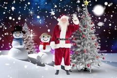 Weihnachtsmann, der seine Hand während der Weihnachtszeit wellenartig bewegt Lizenzfreie Stockfotos