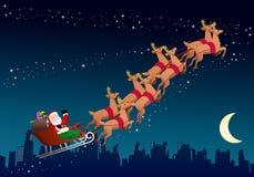Weihnachtsmann, der seinen Pferdeschlitten reitet Lizenzfreie Stockfotografie