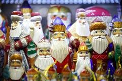 Weihnachtsmann, der zur Stadt kommt Stockbilder