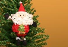 Weihnachtsmann in einem Weihnachtsbaum Lizenzfreies Stockbild