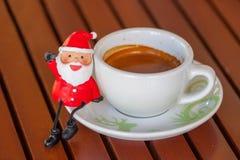 Weihnachtsmann-Espresso-Kaffeetasse Stockfoto