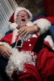 Weihnachtsmann gähnt stockfotografie