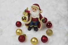Weihnachtsmann hält einen Handbell Lizenzfreie Stockfotos