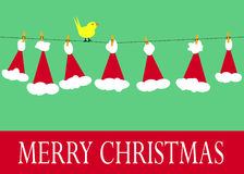 Weihnachtsmann-Hüte auf Wäscheleine Lizenzfreies Stockbild