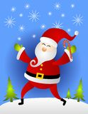 Weihnachtsmann-Holding-Zuckerstange im Schnee Stockbild