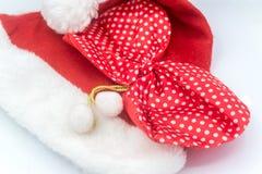Weihnachtsmann-Hut auf dem weißen Hintergrund, Weihnachtsmann Lizenzfreies Stockfoto