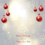 Weihnachtsmann-Hut mit Baumkugeln Stockfotografie