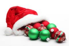 Weihnachtsmann-Hut mit Kugeln Stockbild