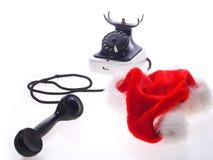 Weihnachtsmann-Hut und altes Telefon Stockfotos