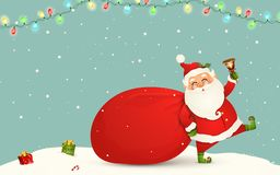 Weihnachtsmann kommt Lustige Santa Claus mit enormem, rot, Sandsack mit Geschenken, Geschenkboxen, Klingelglocke lokalisiert Glüc stockfotos