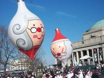 Weihnachtsmann kommt zur Stadt Stockfotografie