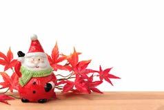 Weihnachtsmann mit Ahornblatt Lizenzfreie Stockfotografie