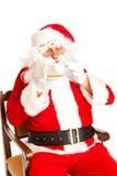 Weihnachtsmann mit coffe Cup Lizenzfreie Stockfotografie