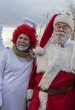 Weihnachtsmann mit Engel stockfotografie