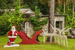 Weihnachtsmann mit seinem Pferdeschlitten Lizenzfreie Stockbilder