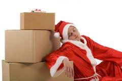 Weihnachtsmann schläft im Weihnachtspaket stockfotos