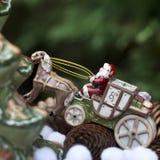 Weihnachtsmann in seinem Pferdeschlitten Lizenzfreies Stockfoto