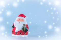 Weihnachtsmann-Stand auf weißem Hintergrund Stockbild