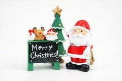 Weihnachtsmann und andere Materialmodellzahl Spielzeug lokalisiert auf weißem Hintergrund lizenzfreie stockfotografie