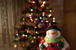 Weihnachtsmann und ein Weihnachtsbaum Stockfoto