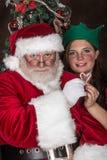 Weihnachtsmann und eine kleine Elfe Stockfotografie