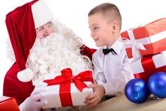 Weihnachtsmann und Kind Stockfotos