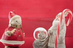 Weihnachtsmann und Schneemann Lizenzfreie Stockfotos