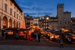 Weihnachtsmarkt in Arezzo stockbilder