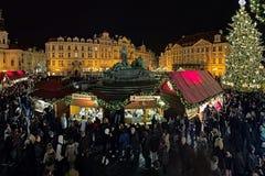 Weihnachtsmarkt auf dem alten Marktplatz in Prag, Tschechische Republik Lizenzfreies Stockfoto