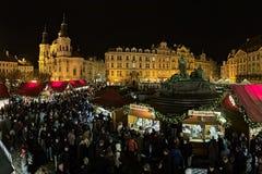 Weihnachtsmarkt auf dem alten Marktplatz in Prag, Tschechische Republik Lizenzfreie Stockfotografie