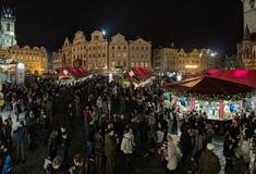 Weihnachtsmarkt auf dem alten Marktplatz in Prag, Tschechische Republik Lizenzfreies Stockbild