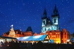 Weihnachtsmarkt auf dem Oldtown-Quadrat in Prag stockfoto