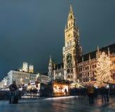 Weihnachtsmarkt auf Marienplatz in München, Deutschland lizenzfreie stockfotografie