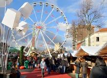 Weihnachtsmarkt auf quadratischem Vismet in Brüssel Stockbild