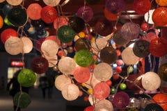 Weihnachtsmarkt belichtete Dekoration stockbilder