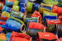 Weihnachtsmarkt Bunte keramische Waren Stockbild