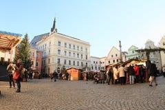 Weihnachtsmarkt in Cesky Krumlov stockbilder