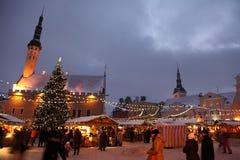 Weihnachtsmarkt in der alten Stadt Stockbild