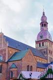 Weihnachtsmarkt in der Hauben-Kathedrale im Haubenquadrat in Riga Lizenzfreie Stockfotos