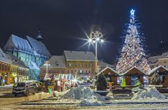 Weihnachtsmarkt im Rats-Quadrat, Brasov, Rumänien Lizenzfreie Stockfotografie