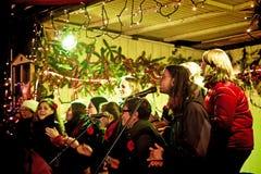 Weihnachtsmarkt in München nachts, Evangeliumchor Lizenzfreie Stockbilder