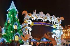 Weihnachtsmarkt mit dem Weihnachtsbaum in Vilnius Litauen Stockfoto