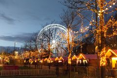 Weihnachtsmarkt nachts Stockfotografie